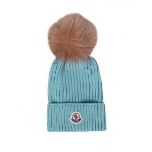Green wool pom-pom hat